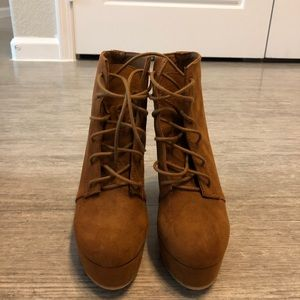 Heeled camel lace up boots